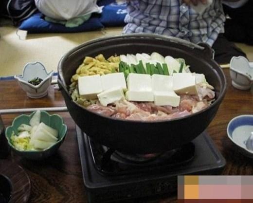 Bữa ăn của một sumo Nhật Bản đủ cho 5 đến 6 người bình thường.