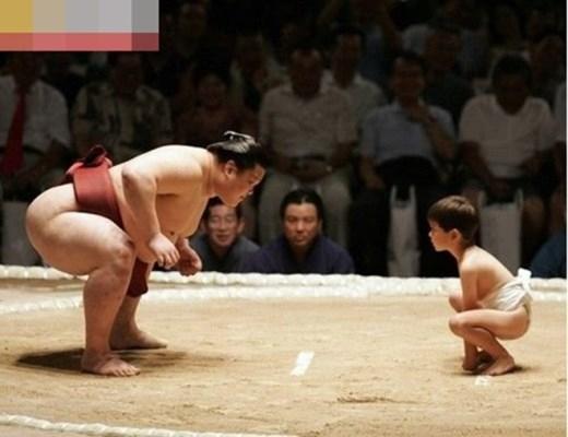 Và quá trình tập luyện để rèn cơ bắp, xương cốt là điều không thể thiếu của một sumo.