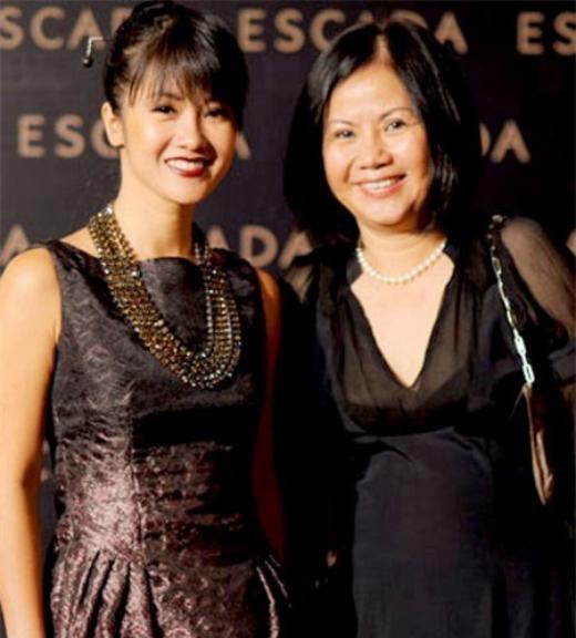 Đối với Hồng Nhung, mẹ Mai vừa là một người mẹ, một người chị cũng là một người bạn thân thiết. - Tin sao Viet - Tin tuc sao Viet - Scandal sao Viet - Tin tuc cua Sao - Tin cua Sao