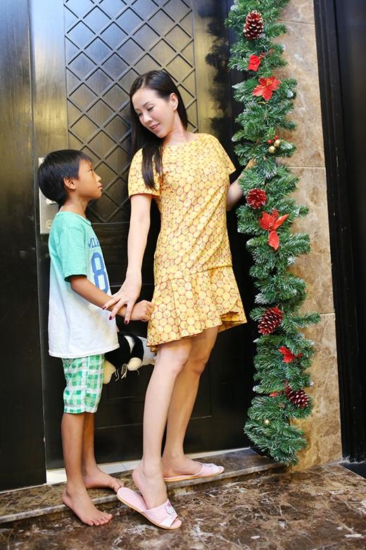 Hoa hậu Thu Hoài và con trai út - Tin sao Viet - Tin tuc sao Viet - Scandal sao Viet - Tin tuc cua Sao - Tin cua Sao