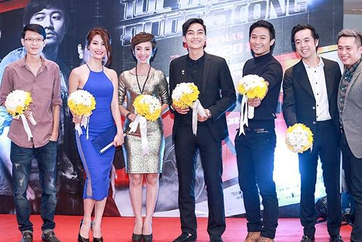 Đoàn làm phim 'Tốc độ và đường cong' - Tin sao Viet - Tin tuc sao Viet - Scandal sao Viet - Tin tuc cua Sao - Tin cua Sao