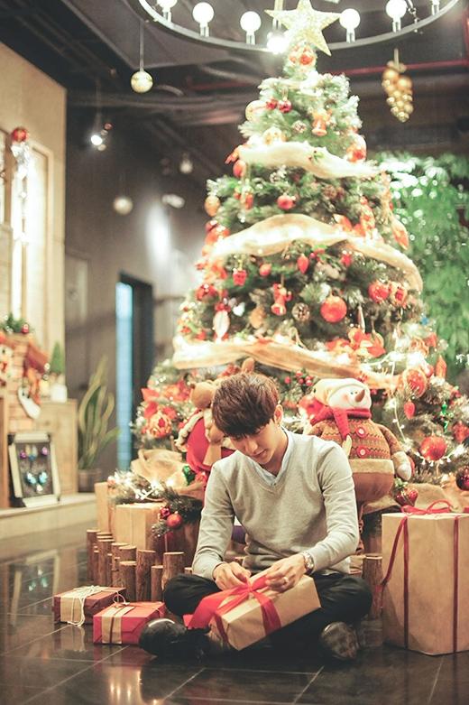 Anh chàng hotboy Bê Trần cũng tự tay chuẩn bị những món quà đặc biệt dành tặng bạn bè và gia đình