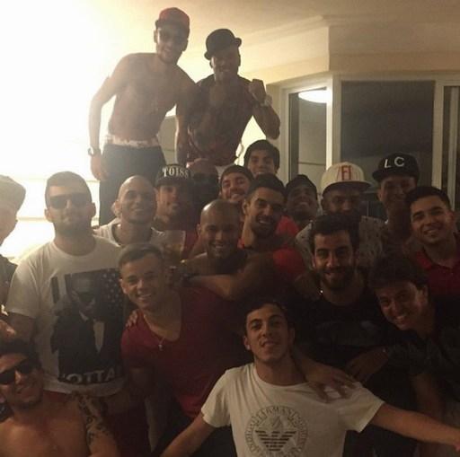 Neymar bên người thân ở Brazil