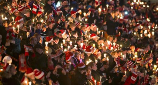 Hơn 27.000 người tham gia buổi hát mừng tại sân vận động Alte Foersterei, Berlin, Đức. Ảnh: Reuters