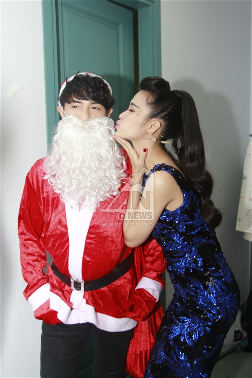Ông già Noel được bạn gái trao tặng một nụ hôn vô cùng đáng yêu. - Tin sao Viet - Tin tuc sao Viet - Scandal sao Viet - Tin tuc cua Sao - Tin cua Sao
