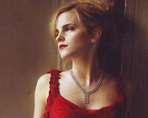 Emma Watson được sinh ra ở Paris và cô nàng có thể nói tiếng Pháp.