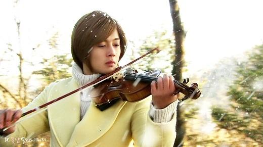 Chàng F4 Ji Hoo từng làm say đắm khán giả bởi vẻ lãng tử khi đánh đàn của mình