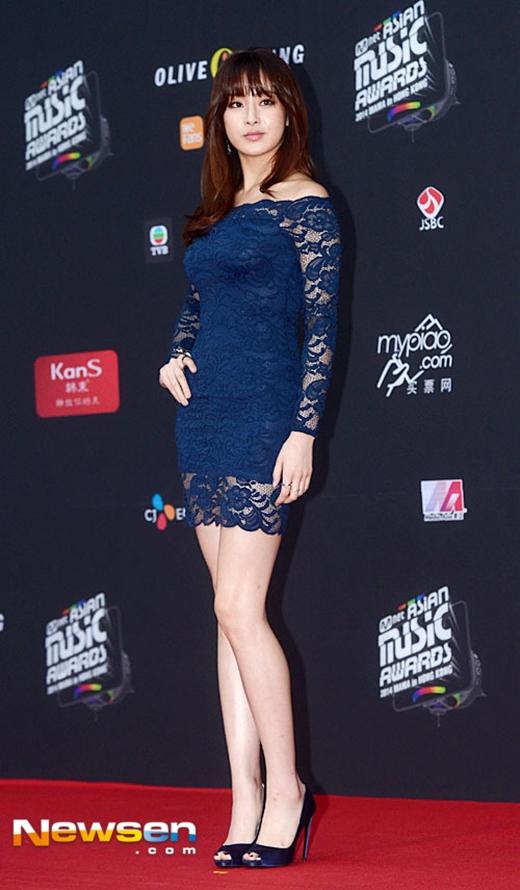 Chiếc váy H&M của Kang Sora trên thảm đỏ MAMA 2014 thu hút sự chú ý của dư luận