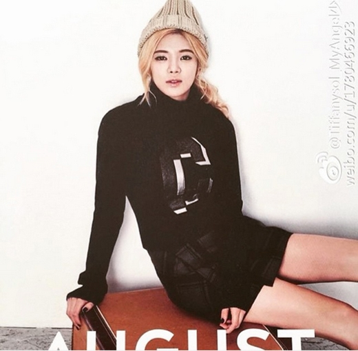 Hyoyeon hé lộ hình ảnh riêng của mình vào tháng 8 trên bộ lịch 2015 của SNSD.
