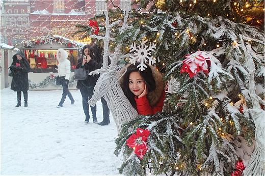 Sau khi về nước, Hoàng Quyên sẽ tham gia hai chương trình lớn chào mừng năm mới tại Hồ Chí Minh và Đồng Hới.