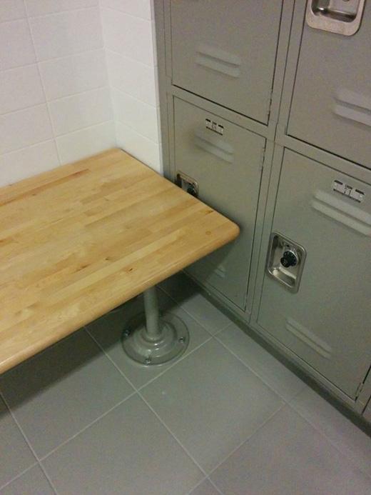 Xếp ghế kiểu này thì mở cửa ngăn tủ kiểu nào?