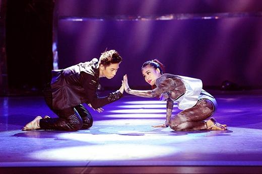 Nhảy cặp cùng Sơn Lâm, Xuân Thảo đóng vai người ngoài trái đất, đến xâm chiếm địa cầu nhưng trót yêu chàng trai còn sót lại.