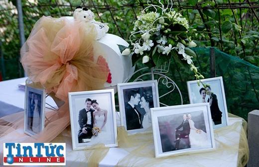 Bàn trưng ảnh cưới do chính tay chú rể tự thiết kế và sắp xếp - Tin sao Viet - Tin tuc sao Viet - Scandal sao Viet - Tin tuc cua Sao - Tin cua Sao