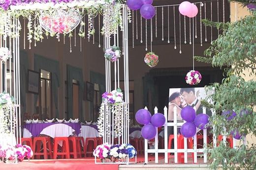 Tuy không hoành tráng như lễ cưới lần thứ nhất của Công Vinh và Thủy Tiên được tổ chức tại một khu resort sang trọng ở Kiên Giang nhưng lễ cưới lần thứ hai của cặp trai tài gái sắc cũng được tổ chức rất long trọng ở quê nhà. Khách sạn lớn nhất tại thị xã Hoàng Mai, huyện Quỳnh Lưu, Nghệ An đã được gia đình Công Vinh lựa chọn để tổ chức ngày vui của anh. - Tin sao Viet - Tin tuc sao Viet - Scandal sao Viet - Tin tuc cua Sao - Tin cua Sao