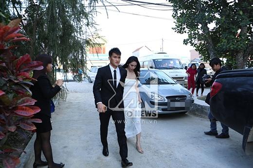 Đúng 16 giờ, cô dâu chú rể có mặt tại địa điểm tổ chức đám cưới. - Tin sao Viet - Tin tuc sao Viet - Scandal sao Viet - Tin tuc cua Sao - Tin cua Sao