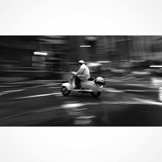 Greg Schmigel nổi tiếng với những bức ảnh đường phố đen trắng, tất cả đều chụp bằng iPhone.