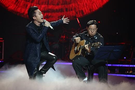 Tùng Dương hát đầy cảm xúc với ca khúc 'Mẹ tôi'. - Tin sao Viet - Tin tuc sao Viet - Scandal sao Viet - Tin tuc cua Sao - Tin cua Sao