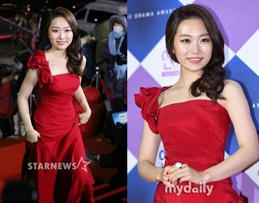 Sắc nóng trong trang phục của Kim Seul Ki giúp cô nàng nổi bật trên thảm đỏ giữa tông màu trắng – đen quen thuộc.