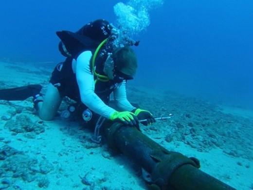 Việc hàn nối cáp quang có thể sẽ mất thời gian dài do đặc thù công việc diễn ra trên biển. Ảnh minh họa.