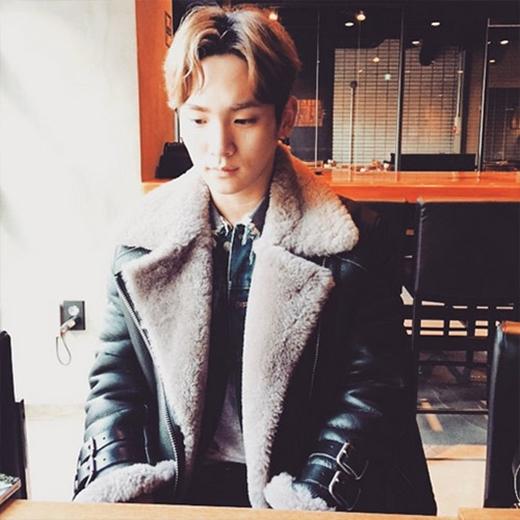 Key thích thú khoe hình ảnh 'trai ngoan'. Anh biểu hiện mặt hiền lành và chia sẻ: 'Tôi giống như một chàng trai ngoan ngoãn'.