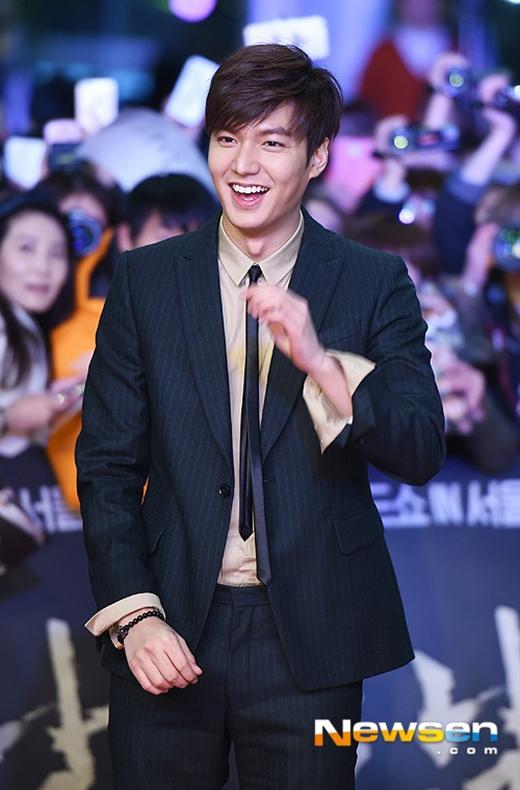Lee Min Ho cực thân thiện trên thảm đỏ