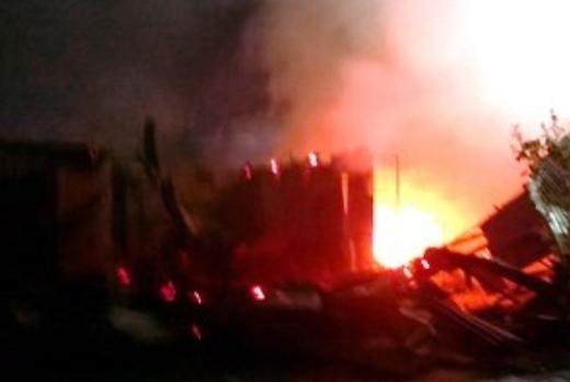 Hơn chục ngôi nhà tại khu vực chợ Thới Bình bị thiêu rụi. Ảnh: Phúc Hưng.
