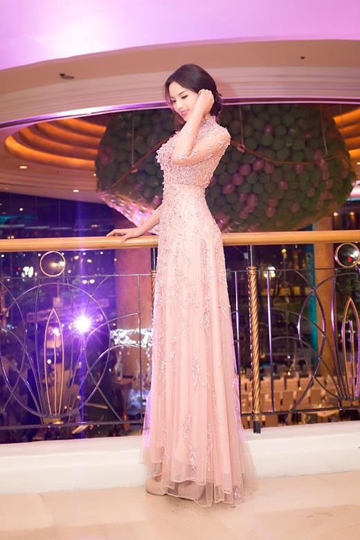 Hoa hậu Việt Nam 2014 lộng lẫy trong bộ đầm đính đá, ngọc trai và kim sa tinh xảo nhập từ nước ngoài của nhà thiết kế Hoàng Hải - Tin sao Viet - Tin tuc sao Viet - Scandal sao Viet - Tin tuc cua Sao - Tin cua Sao