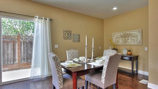 Phòng ăn khá đơn giản và cũng được nhìn ra không gian bên ngoài cho thêm phần lãng mạn. - Tin sao Viet - Tin tuc sao Viet - Scandal sao Viet - Tin tuc cua Sao - Tin cua Sao