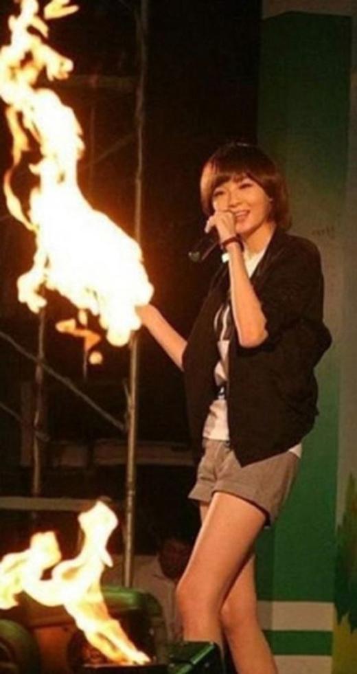 Rất nhiều khán giả hiều lẩm tay của Kang Min Kyung có lửa.