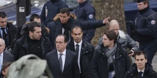 Tổng thống Pháp tại hiện trường tuyên bố bảo vệ các nhà báo thực thi quyền tự do ngôn luận.