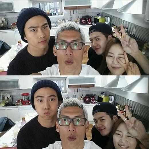 Park Jun Hyung khoe hình Taecyeon đến Roommate thăm Jackson, anh đã viết: 'Cùng chào đón một người anh của em út Roommate Taecyeon.'