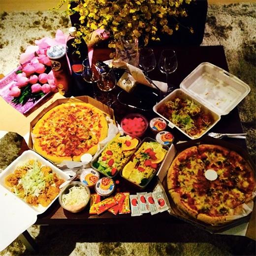 6 cô gái T-ara mở party nhỏ ngay tại khách sạn.
