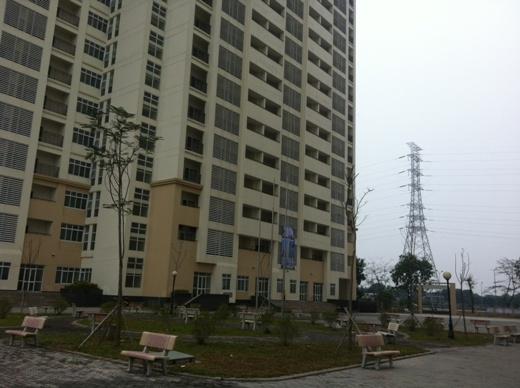 Khuôn viên khu nhà ở rộng rãi, thoải mái cho sinh viên hoạt động.