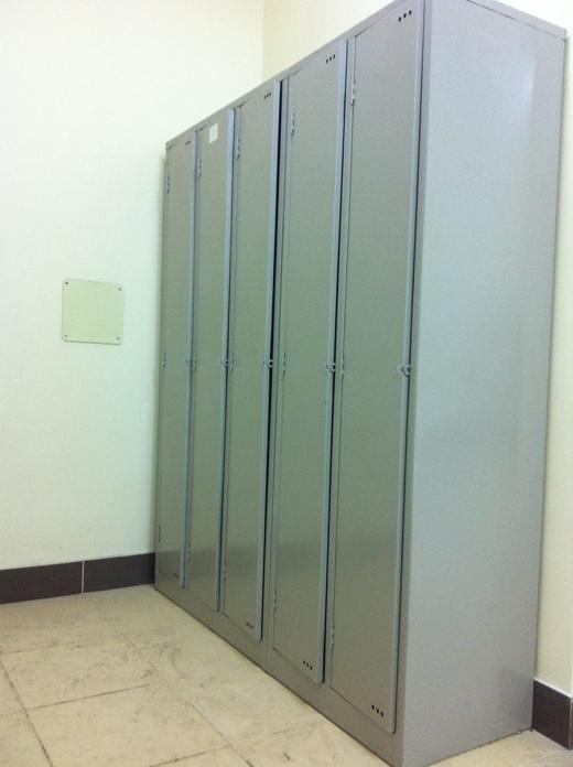 Mỗi sinh viên có 1 tủ đụng đồ riêng.