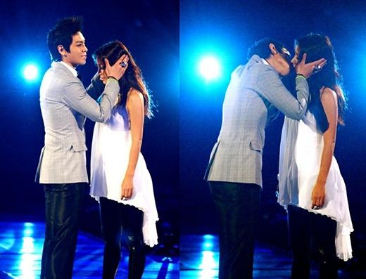 Màn hôn tại lễ trao giải MAMA của T.O.P và đàn chị Lee Hyori là một trong những khoảnh khắc mà các fan không bao giờ quên.