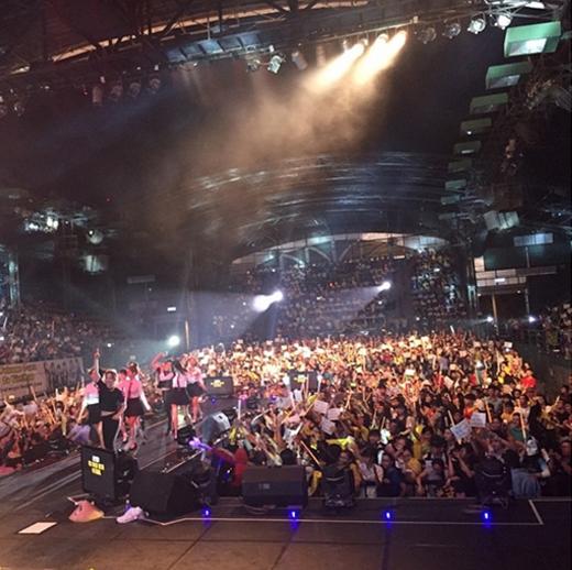Eunjung đăng tải hình các fan Việt Nam đang cùng nhau cổ vũ nhóm trong fanmeeting tại đây