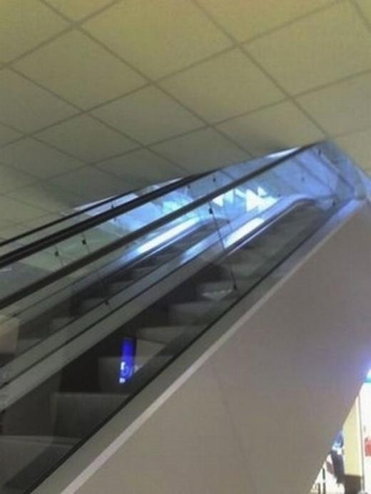 Nếu những chiếc cầu thang vẫn chưa đủ, cần thiết kế thêm thang cuốn 'khó đỡ'.