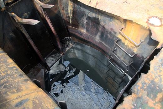 Dưới tàu có chứa rất nhiều dầu