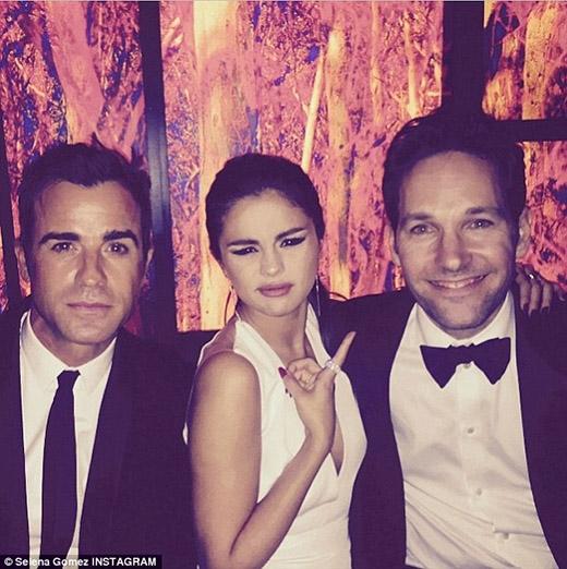 Cựu ngôi sao Disney cũng có một bức ảnh chụp chung với Justin Theroux và Paul Rudd