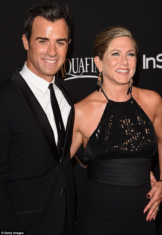 Ngôi sao 45 tuổi Jennifer Aniston đến dự tiệc cùng vị hôn phu Justin Theroux