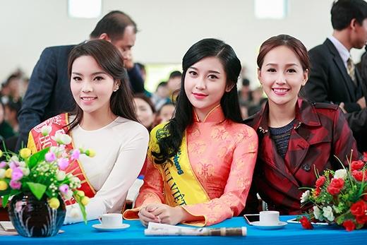 Cả ba người đẹp đều khá thân thiết với nhau. - Tin sao Viet - Tin tuc sao Viet - Scandal sao Viet - Tin tuc cua Sao - Tin cua Sao