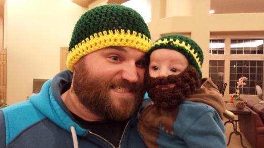 'Con cũng có một bộ râu chẳng khác gì bố đâu nhé.'