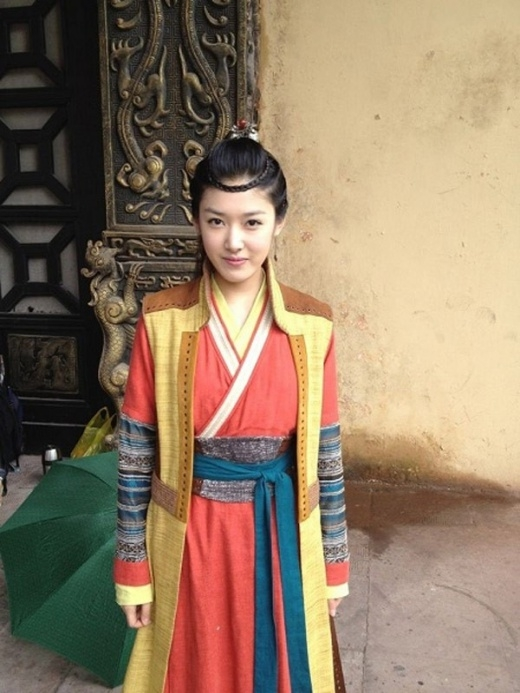 Dàn nữ diễn viên phụ kém long lanh, phục trang đơn giản của 'Tân Thần điêu đại hiệp'.