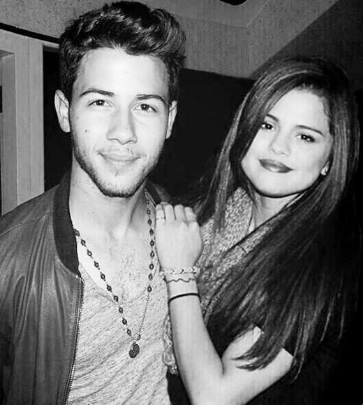Nick đều đã từng hẹn hò với Selena...