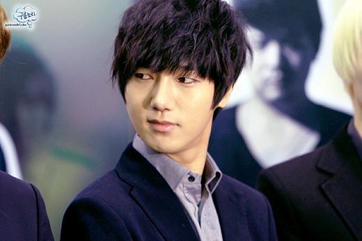 Yesung đã tham gia một cuộc thi hát tại trường trung học. Sau đó anh đã giành giải thưởng cao nhất và từ đó anh chàng bắt đầu ấp ủ giấc mơ trở thành ca sỹ. Yesung từng được hai công ty lớn là SM và YG nhận vào làm thực tập sinh nhưng cuối cùng anh đã chọn SM là nơi để phát triển niềm đam mê của mình.