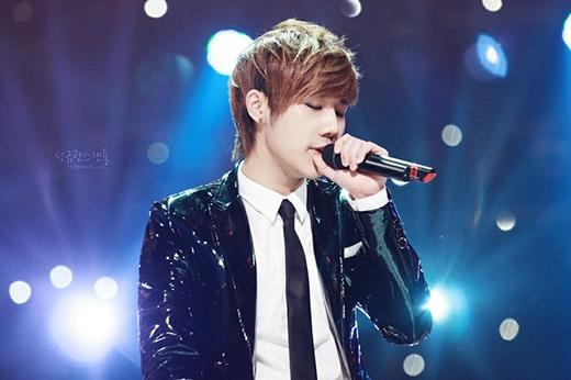 Sau khi tốt nghiệp trung học, Sunggyu đã chuyển đến Seoul để phát triển niềm đam mê âm nhạc của mình và làm việc bán thời gian tại một quán cà phê. Một khách hàng (người quản lý của Neil) sau khi nghe được điều này đã ngỏ lời mời Sunggyu tham gia buổi thử giọng và anh đã được nhận ngay sau đó, trở thành thành viên của Infinite.