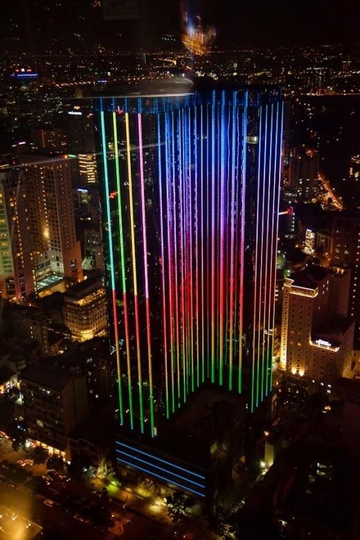 Đây là một công trình liên hợp gồm hai tòa tháp đôi cao khoảng 165m và cách nhau 21,25m; tọa lạc tại số 22-36 đường Nguyễn Huệ và số 57-69F đường Đồng Khởi (Q. 1). Tháp mặt đường Nguyễn Huệ là khách sạn năm sao còn tháp mặt đường Đồng Khởi là khu căn hộ cao cấp. Ảnh:skyscrapercity