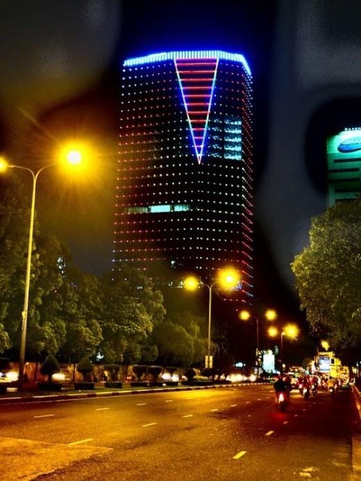 Tòa nhà này được xây dựng trên khu đất rộng 1.917 m2 với qui mô 2 tầng hầm và 34 tầng lầu. Ảnh:skyscrapercity