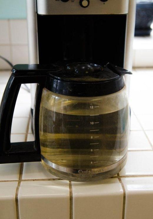 Khi cà phê của bạn có vị thật kinh khủng, đó là lúc bạn cần rửa máy pha cà phê của mình.