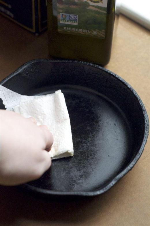 Nhiều người vẫn đang làm sạch chiếc chảo gang của họ với xà phòng và nước.